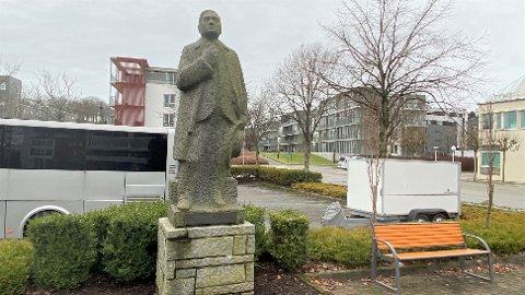 FLYTTING: Kommunedirektøren ser at den utviklinga og endringa som har vore på Orstad dei siste tiåra, gjev rom for at det no kan vera naturleg å plassera statuen av Theodor Dahl i det området i Klepp som han hadde mest tilknyting til.