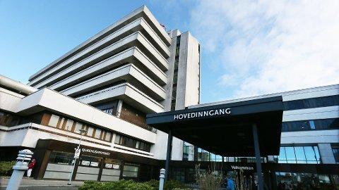 FJERNAR PANDEMIPOSTEN: Stavanger universitetssjukehus har starta planlegginga for å ta ned pandemiposten. Beredskapssjef Elisabeth Haga Jacobsen ser føre seg at de kan skje om nokre veker, dersom den positive utviklinga held fram.