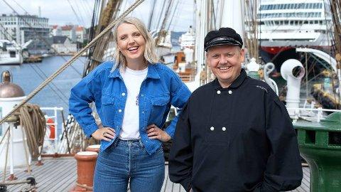 PROGRAMLEDERE: Mari Garås Monsson og Rune Nilson er programledere for Sommerskuta når NRK kommer til Sirevåg.