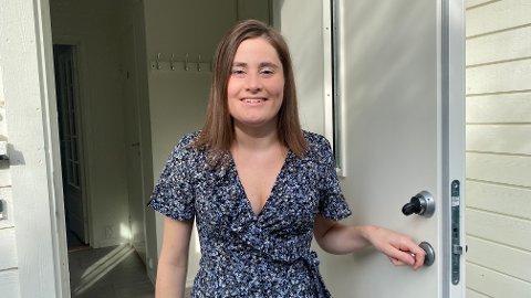 UNG BOLIGKJØPER: Kristin Frafjord kjøpte egen bolig i 2018 sammen med samboer Gabriel Haga (kunne ikke være tilstede da bildet ble tatt), og er glad hun alltid har klart å spare en god del av lønna opp gjennom årene.