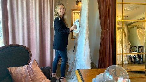 Mari Bjørnevik har hatt noen travle helger denne høsten, og på det meste leverte hun fra seg 14 brudekjoler på én helg.