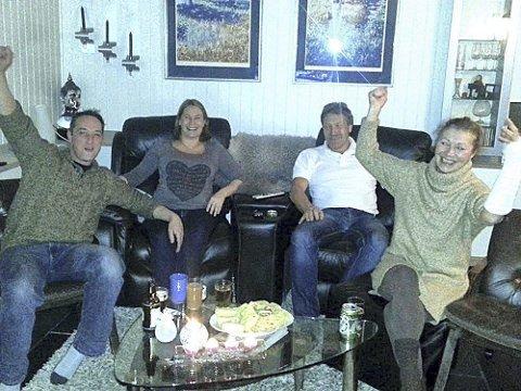 Jubel: Svoger Mario Sira, søster Miriam Stang Sando, far Harald Sando og mor Britt Stang heiet fra stua. Foto: Privat