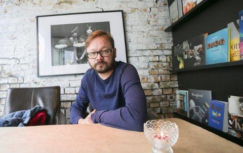 Forfatter: Ingar Johnsrud gir ut sin første bok på nyåret. Foto: Silje Gomnæs