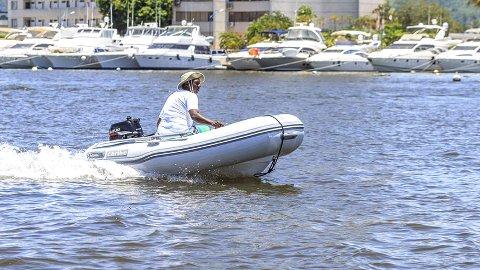 Av denne typen: En Nautica Caribe C10, det vil si en gummibåt, ti fot med påhengsmotor, ble stjålet i Holmestrand. Trolig natt til torsdag. Illustrasjonsfoto