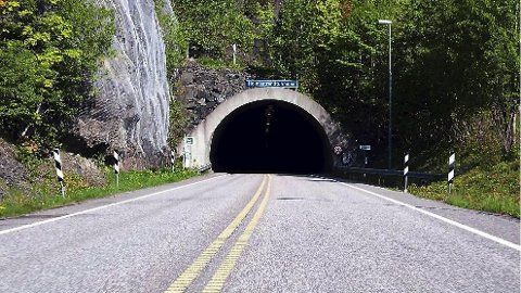 FRAM OG TILBAKE: Det er 37 år siden Holmestrand-tunnelen sto klar til bruk. Nå er det mulig at den kan bli gjenåpnet. Arkivfoto