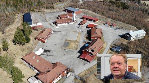 FRA FENGSEL TIL LAGERPLASS: Svein Hannevold (innfelt) er godt fornøyd med at firmaet hans fikk tilslaget på tidligere Hof fengsel for 5,5 millioner kroner.