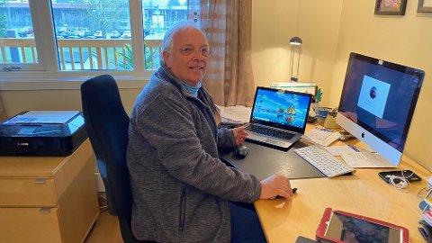 BISTÅR: Mange eldre sluter med å kommunisere med familiemedlemmer i koronatiden. Da kan Kjell Martin Holen i Seniornett Ullensaker bistå.