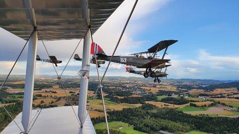 BRUKT UNDER 2. VERDENSKRIG: Flere av flyene som kunne ses på himmelen over Jessheim i helgen, ble brukt under krigen.