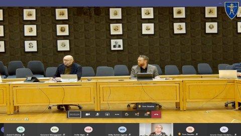 NY FORSKRIFT: Rådmann Rune Hallingstad (t.v.) og ordfører Eyvind Jørgensen Schumacher (Ap) i torsdagens formannskapsmøte.