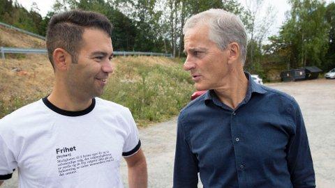 POSITIVE: Mani Hussaini (t.v) og Jonas Gahr Støre har begge stor tro på at Arbeiderpartiet (Ap) vil gjøre det bra i valget på mandag.