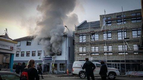 BRANT APRIL FOR TO ÅR SIDEN: Sporthjørne i Dr. Wessels gate 5 i Kirkenes er saksøkt av Codan forsikringsselskap.