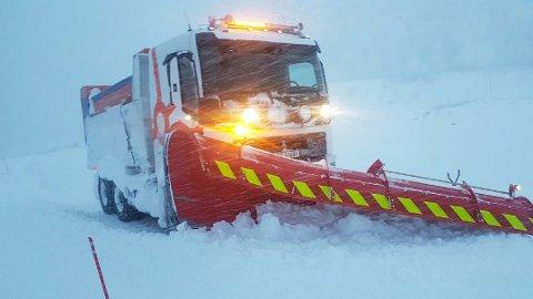 KRAV: Det stilles strenge krav til oppmerksomhet ved snøbrøyting, sa tiltalte i Øst-Finnmark tingrett fredag. (Denne brøytebilen har ingenting med rettssaken å gjøre).