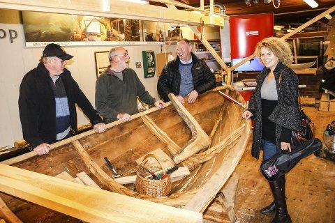 Under arbeid: Fra venstre Øyvind Olsen, John Douglas, Torstein Kivle og fungerende leder for BåtLab, Marja-Liisa Petrelius Grue.