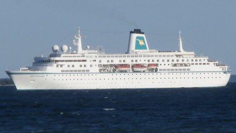 TIL KRAGERØ: Cruiseskipet Deutschland skal etter planen besøke Kragerø i 2018. Her er skipet utenfor Tallin. Foto: Wikipedia common