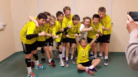 TIL FINALE: Så glade blir man når man har kvalifisert seg for finalekamp i Region Sør Cup. (Foto: Privat)