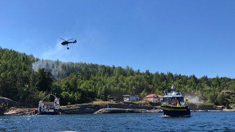 Brannhelikopteret i aksjon.