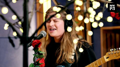 NYKOMMER: Marie Ulven står bak artistnavnet Girl In Red. Nå er hun klar for Kragerøfest.