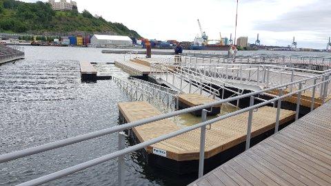 FERDIG: Badebingen på Sørenga er ferdig montert. Klikk på pila eller sveip for å se flere bilder.