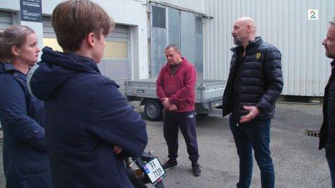 KONFRONTERT: Det ble en noe opphetet diskusjon mellom daglig leder Benjamin Hall og kunden med et TV 2-team på slep.
