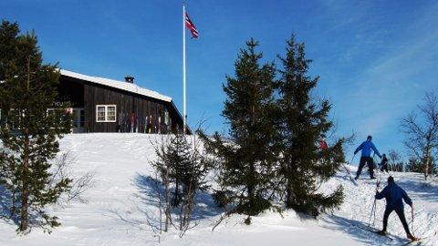 Skal du på hyttetur i helgen, ligger det til rette for muligheten til å gå på ski. (Foto: Berit Keilen NTB)