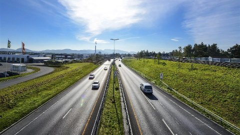 Vy standard: Den nye motorveien mellom Tvedestrand og Dørdal er blant dem som nå kan bygges smalere. Foto: Knut Opeide/Statens vegvesen