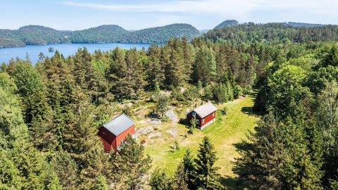 Slik ser gårdstunet på eiendommen ut.