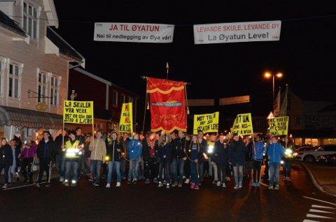 Det er stor motstand mot nedlegging av Øyatun skule på Halsnøy. (Foto: Mona Grønningen).