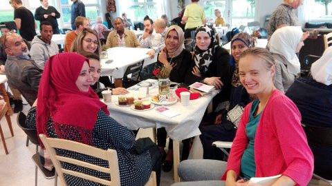 Mange nasjonar rundt eitt bord: Syria, Eritrea, Somalia og Norge.