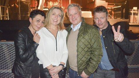 GØY: Monica Toen (f.v.), Bente Hellevik, Geir Jakobsen og Johnny Ellingsen fekk med seg konserten frå fremste rad.