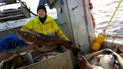 FIN START: Nathanael Sjo fekk ein debut av dei sjeldne då han for første gong i eigen fiskebåt fiska opp 25.000 kilo torsk i Lofoten. Her ligg han i Stamsund i Lofoten, klar for levering av førsteklasse fisk.