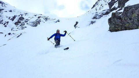 KONKURRANSE: Til helga blir den første konkurransen i frikøyring på ski arrangert i Fjellhaugen. Her ser vi Gunnar Helland, ein av dei som stod på ski ned frå Geitedalstind i helga. (Foto: Privat).