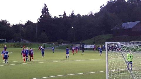 Halsnøy hadde ein svart dag på jobben mot Smørås fredag. (Mobilfoto: Fabian Throndsen).