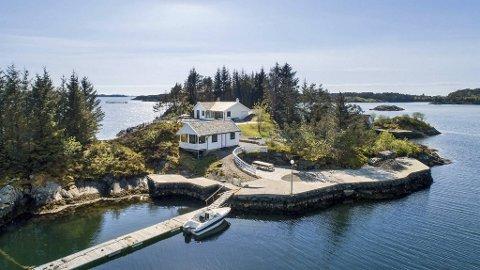 Denne øyen på Manger i Alver kommune kan bli din for litt under ti millioner kroner.