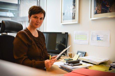 LEDELSE: Hilde Enget som er assisterende rådmann i Kongsberg kommune, sier at kommunen vil fraværet til livs og lister opp mange tiltak. God ledelse trekkes fram som et viktig mmoment.