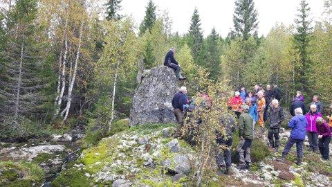 Historielagene i Siljan og Ytre Sandsvær hadde fellestur til Arkoset og Arkevannsetra vest for Mykle.