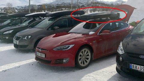 Mange elbiler er ikke tilgjengelig med hengerfeste, da blir det ekstra viktig å kunne ha takboks på bilen når man skal ha med seg mye. Men hvor mye taklast man kan ha, avhenger fra bil til bil. Foto: Norsk elbilforening.