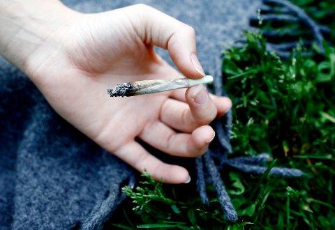 Stor variasjon: I følge Folkehelseinstituttet er det stor variasjon i cannabisbruken blant ungdom i landet. Kongsberg-ungdom havner langt nede på lista.