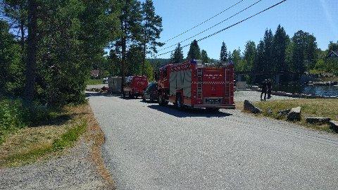 HJELPER TIL: Brannvesenet rykket ut til Saggrendadammen onsdag ettermiddag.