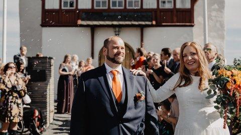 Valgte hverandre, og kirken: I fjor var det litt færre som giftet seg kirkelig enn borgelig. Siri-Helene Hagen Lia og Geir Ove Sønstebø Helgesplass valgte kirken.