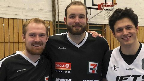 BLIDE: Trioen Asbjørn Svergja (t.v.), Brage V. Sørensen og Mihajlo Krivokapic hadde grunn til å være fornøyde (FOTO: PRIVAT)