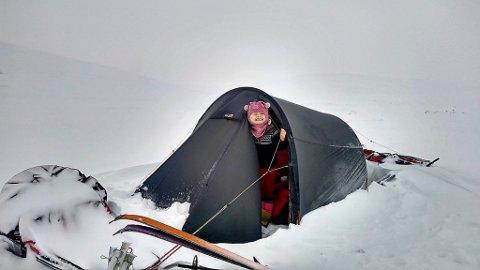 Mina har blitt vant til å ligge i telt. I fjor var hun på tur 168 dager til sammen.