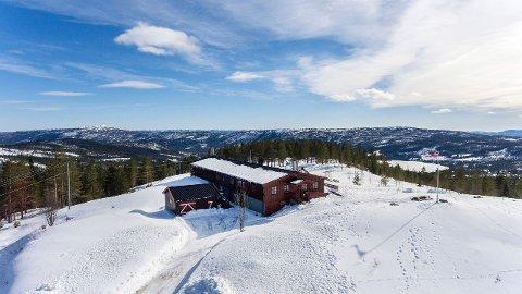 TIL SALGS: Ble Fjellstue ligger i Kongsberg, men det er kanskje ikke så mange i Kongsberg som kjenner hytta, sier eieren, som nå selger stedet.