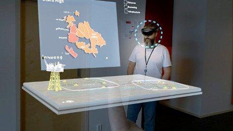 Svein Aage Oppsal bruker mye AR-teknologi i jobben med nyutvikling i TechnipFMC. Du kan trykke deg inn på plattformen for å se hvordan den ser ut inni og plukke i hverandre alt utstyr ned i minste detalj. Det blir spennende å se hva det vil påvirke industrien i årene som kommer, sier Opsal.