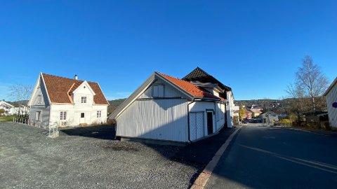 HUSENE: To bolighus er flyttet fra Maurits Hansens gate og satt opp i Rogstadbakken. Det har kostet mer enn beregnet. Og en sidebygning ligger fortsatt på lager i påvente av en avklaring.