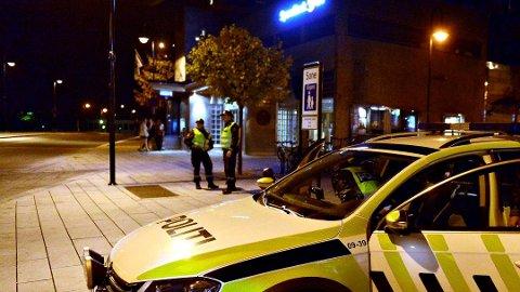 Ble pågrepet: Lørdag ble en mann og to kvinner fra Romania pågrepet i Kongsberg, mistenkt for brudd på karantenebestemmelsene. Nå er de sendt til Trandum. (Arkivbilde)
