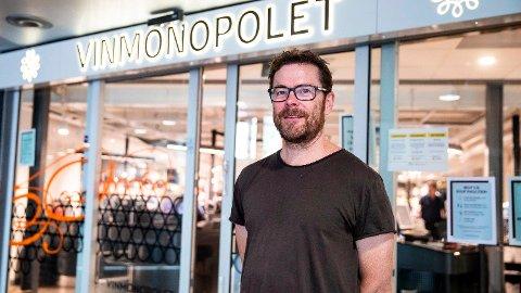 SVARER: Jens Nordahl, kommunikasjonssjef i Vinmonopolet, sier at de ikke har tenkt lenger fram enn til kommunestyrets avgjørelse. I kveld avgjorde kommunestyret at polet må bli på Vestsida.