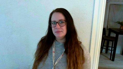 PERMITTERT: Barbro Major (31) er en av mange permitterte kantinearbeidere i Kongsberg næringspark. Når man er permittert, mister man feriepenger påfølgende år.