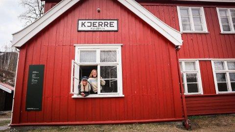 Ingrid Johannesen (20) (t.v.) og Sandra Skiaker (22) satser friskt. Siden sommerplanene deres ble avlyst på grunn av korona-krisen, satser de på å skape opplevelser for andre som vil oppleve noe på norgesferie.