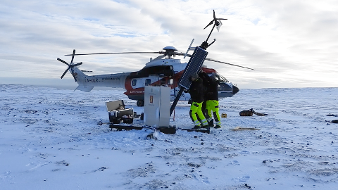 TEKNOLOGI: De nye AIS-basestasjonene gir en oppdatert oversikt av skipstrafikken nordvest og øst for Svalbard. Basestasjonene er utviklet og montert av Kongsberg Seatex på oppdrag fra Kystverket. Ressurser fra Sysselmannen på Svalbard og Lufttransport bistår under utbyggingen.