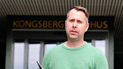 KORONATEST-TELEFON: Innbyggerkontakt i Kongsberg kommune, Kenneth Halland, informerer om hundrevis av henvendelser på koronatest-telefonen.
